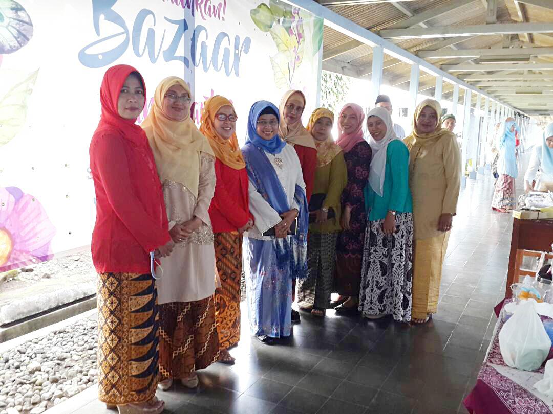 "Peringatan Hari Kartini STMM ""MMTC"" Yogyakarta  Dengan Bazzar dan Busana Nasional"
