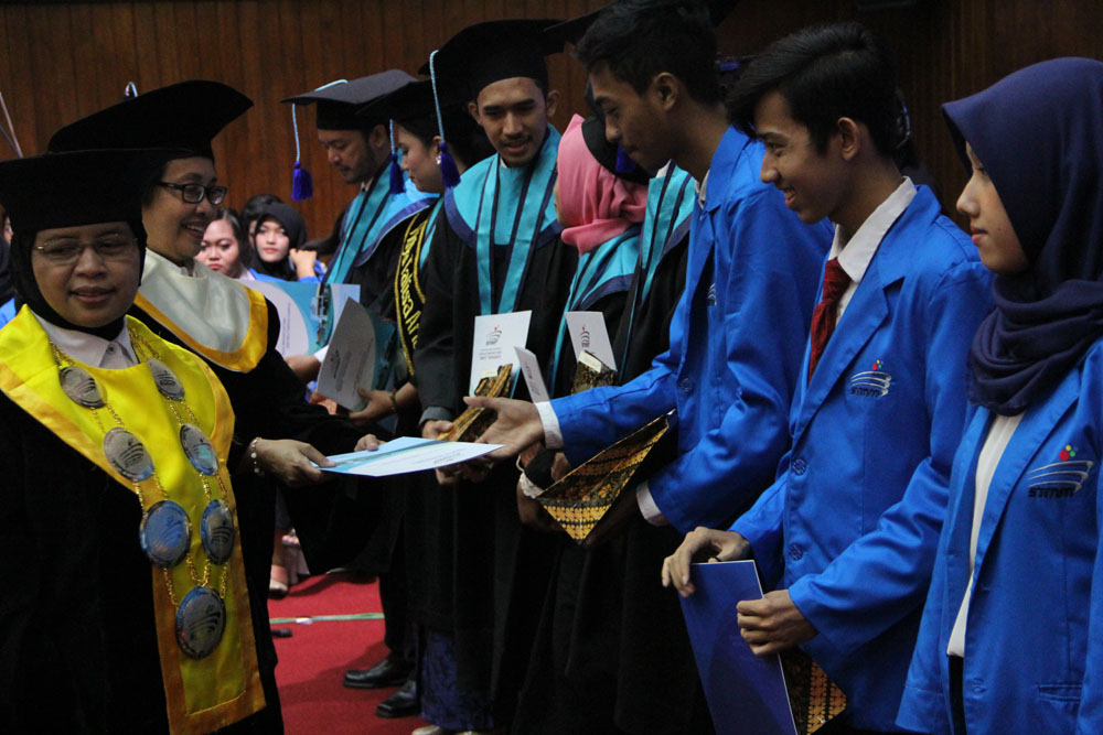 Enam Wisudawan STMM 2017 Torehkan Prestasi Regional dan Nasional