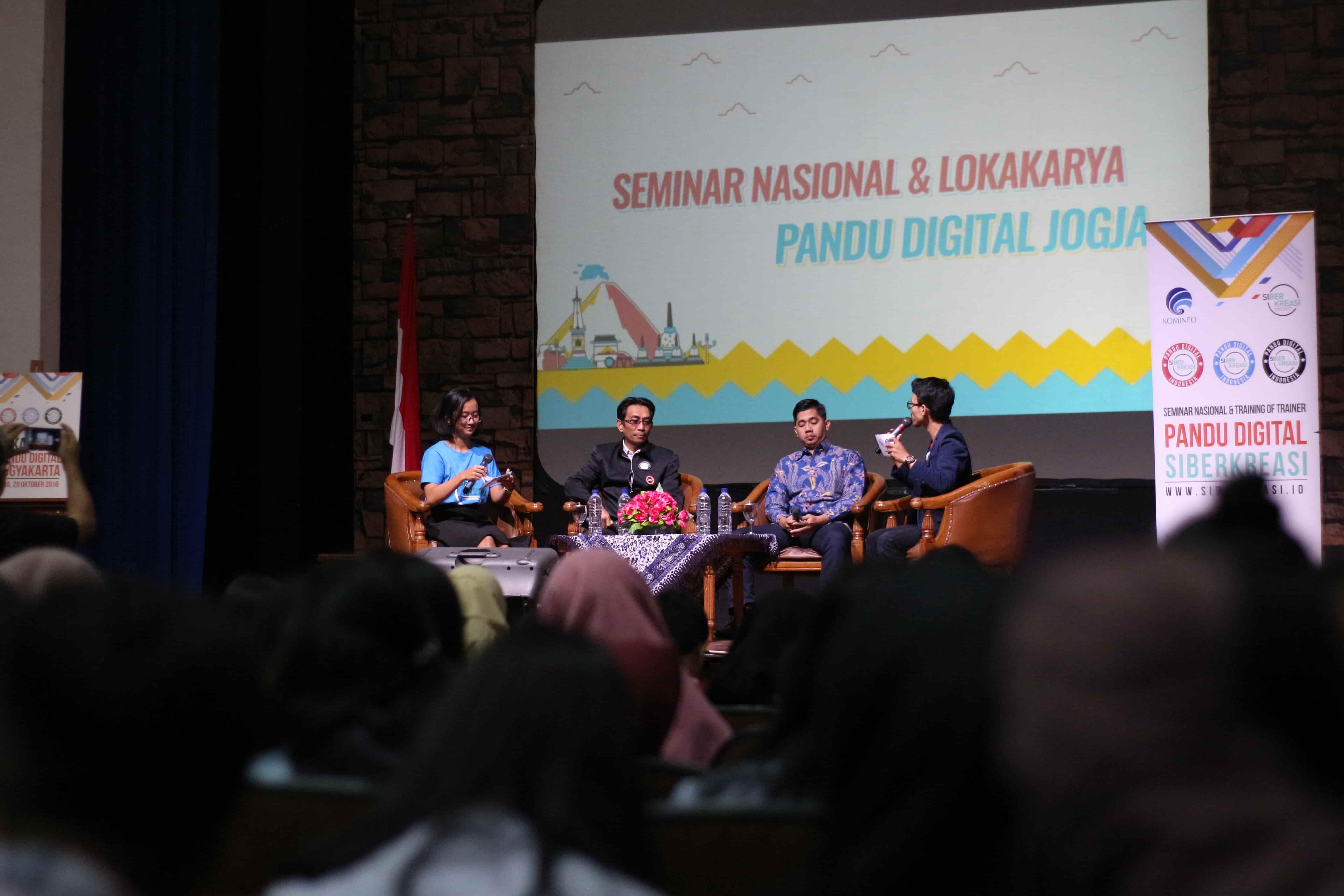 "Seminar Nasional dan Lokakarya Pandu Digital  oleh Siberkreasi dan Kementerian Kominfo di Kampus STMM ""MMTC"""