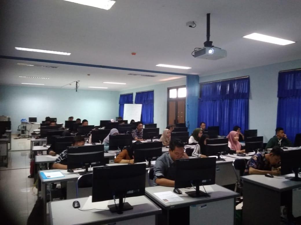 Ujian Seleksi PMB Perdana Sekolah Tinggi Multi Media Periode 1 Sukses Digelar